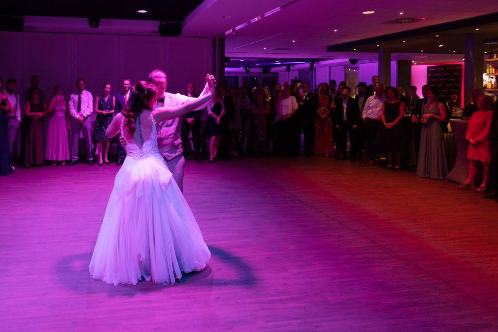 Eröffnungstanz einer Hochzeit im Penthouse Neustadt